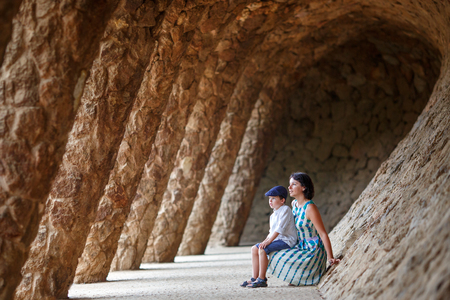 Young mother and her son walking Park Guell, Barcelona 版權商用圖片