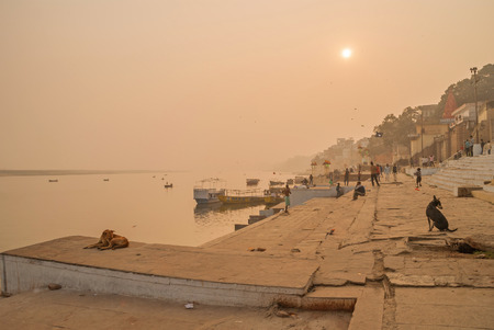 benares: VARANASI, INDIA January 16. River Ganges, Varanasi, India Stock Photo