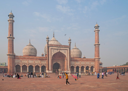 mughal empire: DELHI, INDIA January 6, 2016. The JAMA Masjid mosque, new Delhi, India. Editorial