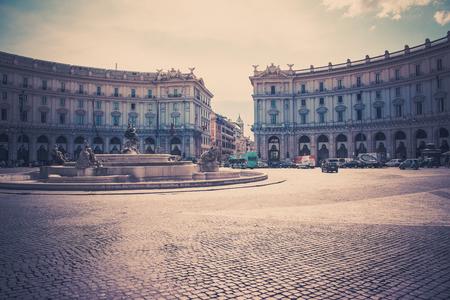 piazza: Piazza della Repubblica