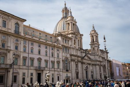 piazza: Piazza Navona Editorial