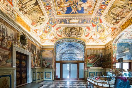 vatican: Vatican library Editorial