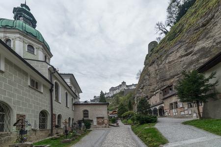 잘츠부르크, 오스트리아의 Petersfriedhof cemetry 방문 에디토리얼