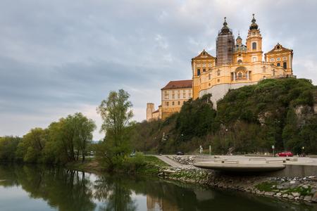 メルク修道院や都市、オーストリアを訪問