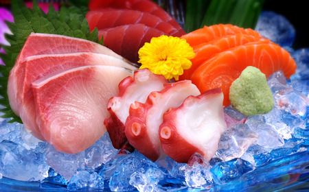 four of a kind: Japanese Mix sushi on ice and get four kind Hamachi Salmon Tako and Maguro