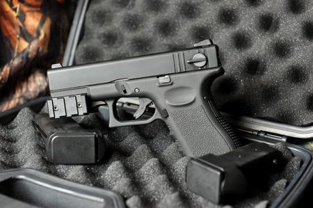 40: Glock 23 milspec .40 super short gun