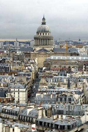 montmartre: Paris s `avis du haut de Notre Dame de Paris. Panth�on.