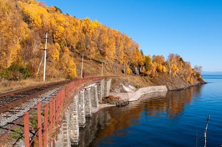 環太平洋バイカルの鉄道 - 歴史的鉄道ロシアのイルクーツク地域のバイカル湖に沿って走る