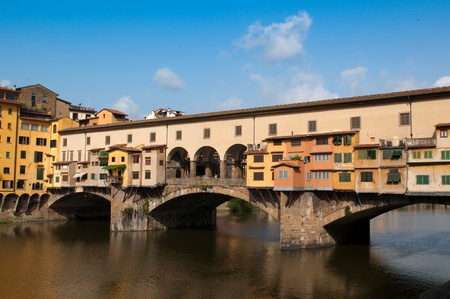 vechio: FLORENCE, ITALY - JUNE 2010. Crowds of tourists visit the Ponte Vecchio (