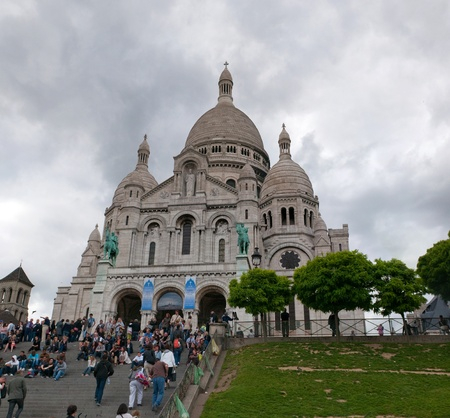 PARIS, FRANCE - MAY 26, 2011: Basilique du Sacre-Coeur (Basilica of the Sacred Heart) on May 26, 2011, Paris, France. Every evening the set of people comes on a stairway at a cathedral and admires evening Paris Stock Photo - 9707777