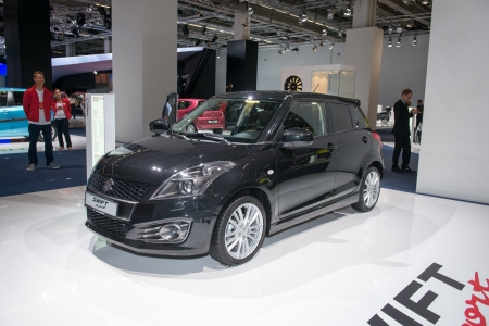 swift: FRANCFORT, Alemania - 11 de septiembre: Frankfurt International Motor Show (IAA) 2013. Suzuki Swift Sport Edition Editorial