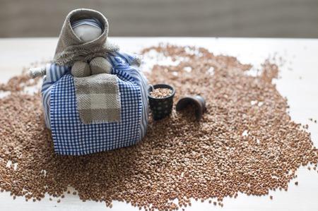 muñecas rusas: Montón de trigo sarraceno con muñeca