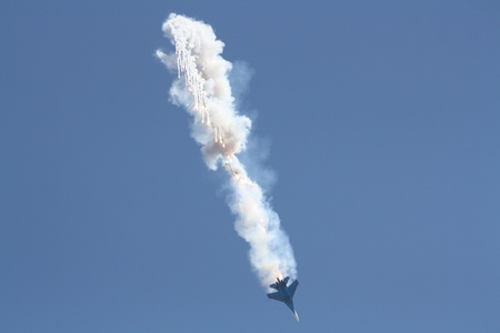 gimmick: Russia, Gelendzhik, Gidroaviasalon - 2012, Fighter aircraft in the fall in the smoke