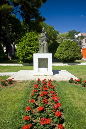 na: Statue of a mother in the Biograd na moru