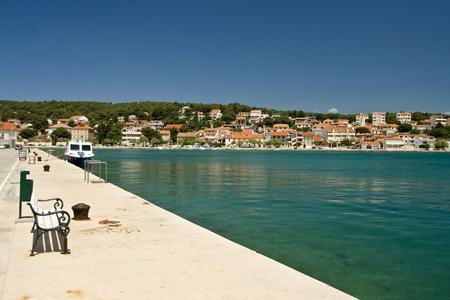 literas: Frente al mar, mar, pier, literas, mar cristalina, los fondos marinos y Tisno