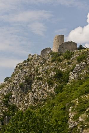 llegar tarde: Fortaleza de Medival en Drnis, la parte m�s antigua de las fechas de acuerdo a la edad de bronce. Investigaciones arqueol�gicas han demostrado que algunos restos pueden colocarse en los tiempos finales antigua romana. Foto de archivo