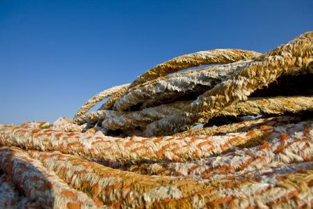 literas: Atraque cuerdas en la isla de Krapanj, la isla habitada más pequeña del mar Adriático.