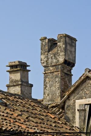 flue season: Chimenea tradicional en el techo de la casa en la isla de Krapanj, la isla habitada m�s peque�a del mar Adri�tico.