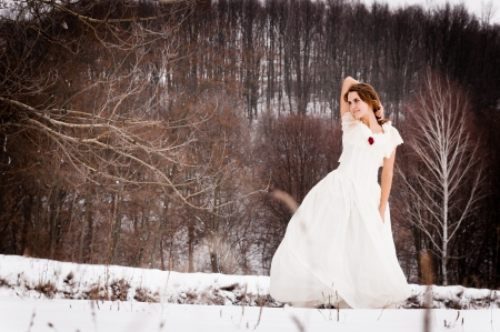middeleeuwse jurk: het meisje in het bos, een mooie middeleeuwse kleding