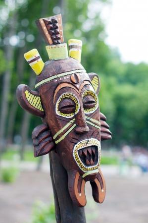 Lehm-Maske eines Maya-Krieger mit T�towierungen und Ohr Spulen.