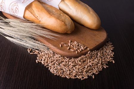 Sortiment von gebackenem Brot auf Wood Tisch  Lizenzfreie Bilder