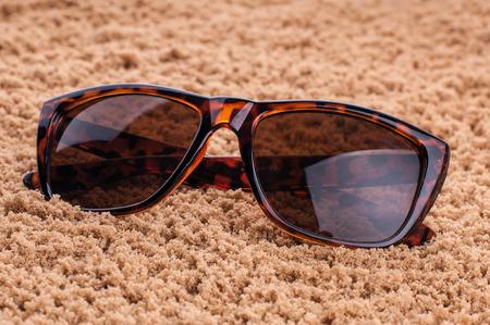 Vintage Sonnenbrille an der Textur Standard-Bild - 96239044