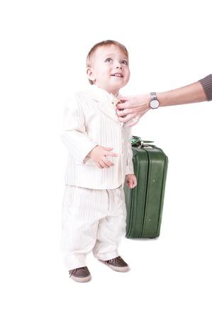 Glücklicher kleiner Junge lokalisiert auf weißem Hintergrund Standard-Bild - 98408356