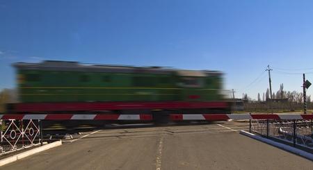 Foto de un tren r�pido en el movimiento y el cielo azul Foto de archivo - 13206714