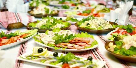 plato de comida: Catering comida en una fiesta de boda Foto de archivo
