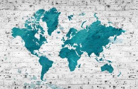 Carte illustrée du monde avec un mur de briques blanches. Fond horizontal. Banque d'images - 71795448