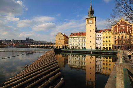 waterleiding: Waterwerken Praag, de Karelsbrug, de rivier en het kasteel