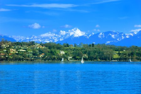 Mont Blanc und die französischen Alpen und im Sommer am Genfer See. Standard-Bild