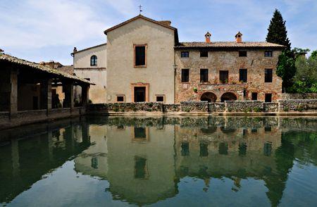 Romeinse baden in het Bagni Vignoli resort in Toscane, Italië.
