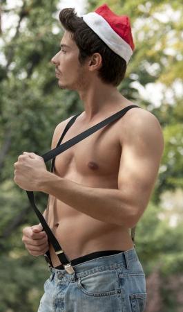 ni�o sin camisa: muchacho sin camisa con tirantes Foto de archivo
