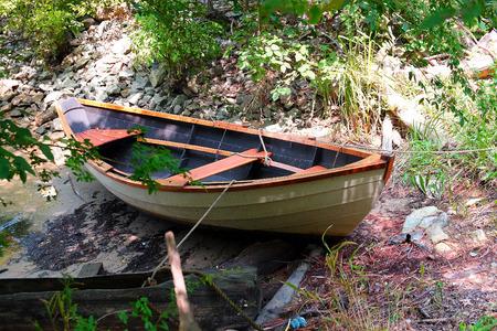 17th: 17th Century Rowboat