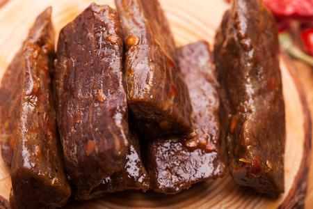 La carne en el tablero.