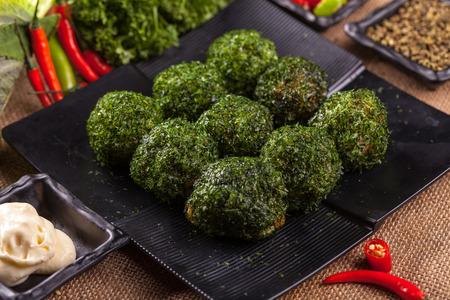algas marinas: Seaweed rice and vegetable roll Foto de archivo
