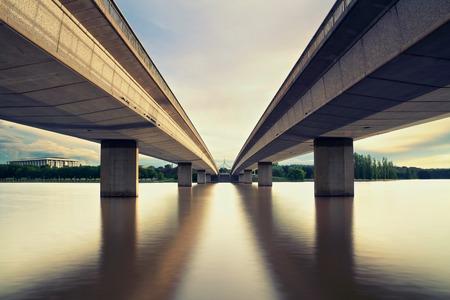 Twee Bruggen in Canberra Australië Hoofdstad Stockfoto