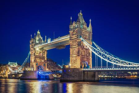 Tower Bridge op het blauwe uur