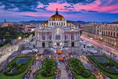 Zdjęcie Palacio of Bellas Artes w czasie zachodu słońca