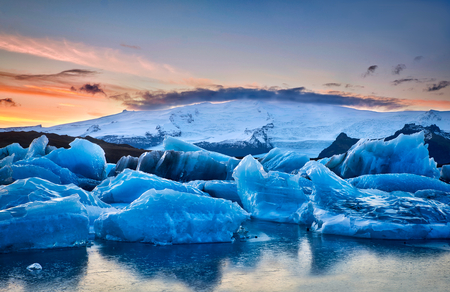 Photo of the sunset at the Jökulsárlón Glacier Lagoon in Iceland