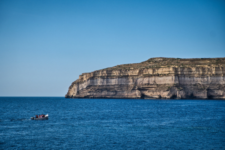 Photo of the cliffs of Malta and the boat Stockfoto