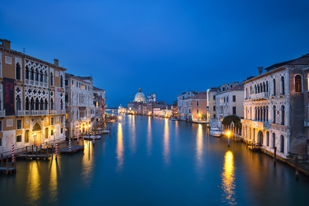 Photo of the venice grand canal at the blue hour time