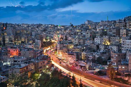 Photo de la ville d'Amman en Jordanie à l'heure du coucher du soleil Banque d'images