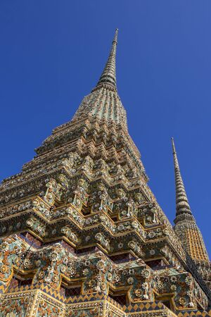 Photo of the Wat Pho temple in Bangcoc and the blue sky