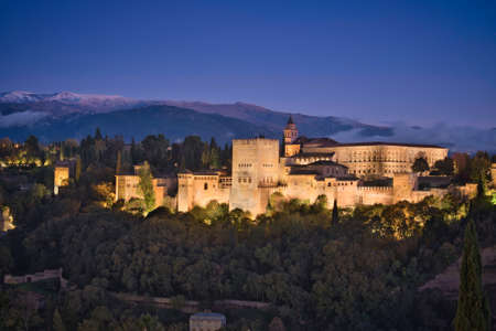 Photo of the palace of Alhambra at the blue hour time 에디토리얼