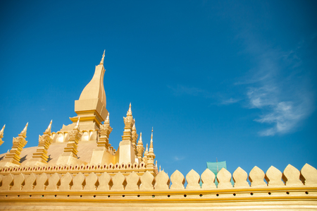The golden Buddhist building in front of the bright sky. Reklamní fotografie - 120781155