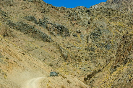 crossing in 4 x 4 by roads off route in the Argentine north between the mountains, valleys and rivers 版權商用圖片