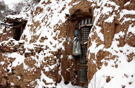 loess: Cave house covered with snow