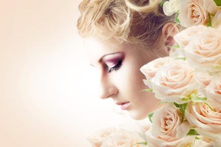 우아한 유행 여자 꽃